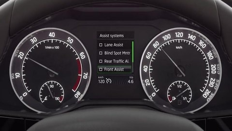Skoda Superb, come funziona il Traffic Jam Assist