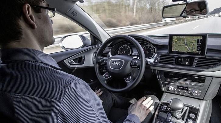 Guida autonoma: quasi la metà degli italiani interessato a utilizzarla
