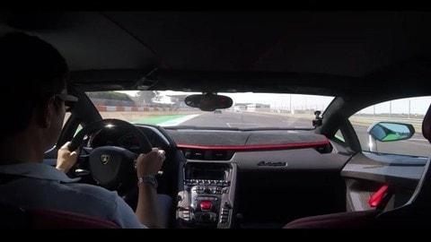 Lamborghini Aventador SVJ, le emozioni di un giro di pista a Estoril