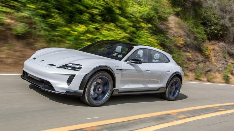 Porsche Taycan Cross Turismo, l'elettrico in formato rialzato