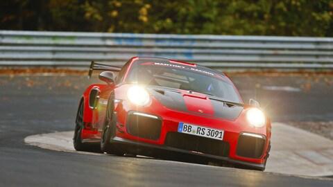 911 GT2 RS MR, record al Nürburgring