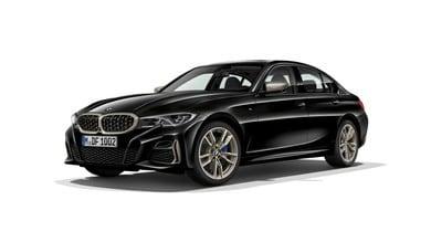 Nuova BMW Serie 3, la M340i svela forme e cavalleria