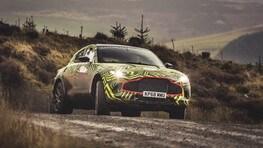 Aston Martin DBX, primi assaggi di sterrato