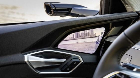 Audi e-tron: specchietti digitali, sguardo sul futuro
