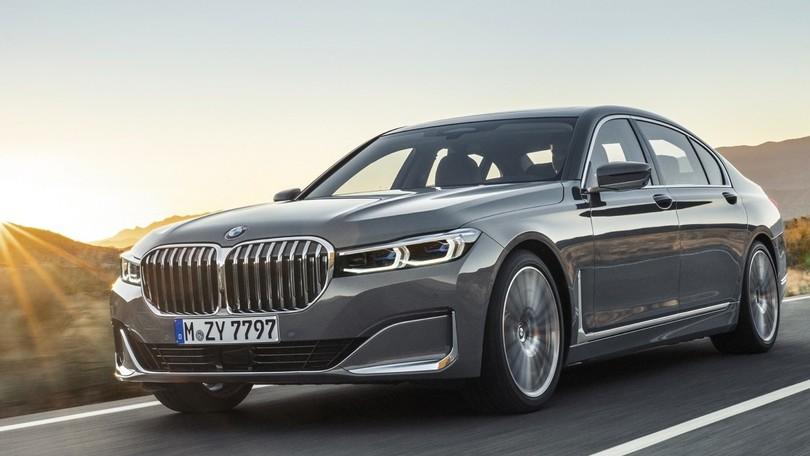 BMW Serie 7 restyling, ibrido ad alta tensione e super V8