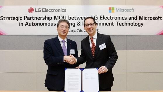 Guida autonoma einfotainment con Microsoft e LG