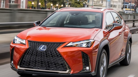 VIDEO: Lexus UX, la prova su strada