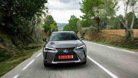 Lexus UX: ecco le foto del SUV di lusso