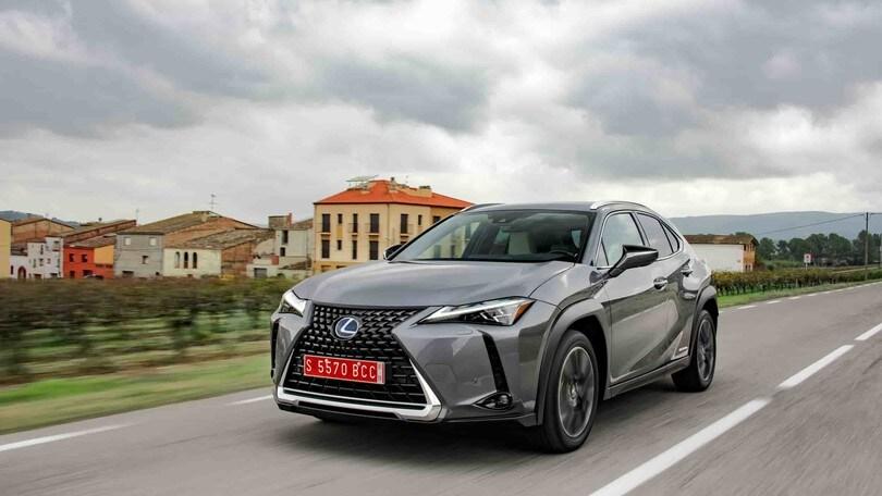 Lexus UX, prova su strada del SUV ibrido compatto