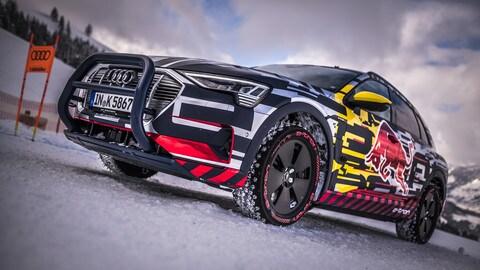 "Audi e-tron scala lo ""Streif"" di Kitzbühel: foto"