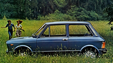 Auto dell'anno 1970: Autobianchi A112 dietro la Fiat 128