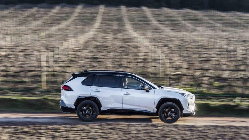 Toyota Rav4 rende elettrica la neve