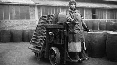 Citroën: le donne in fabbrica durante la prima guerra mondiale