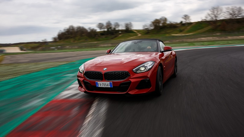 Nuova BMW Z4, test in pista a Vallelunga