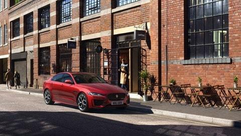 Nuova Jaguar XE: tutte le foto alla guida