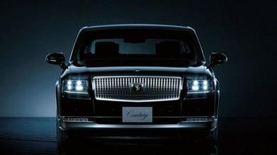 Il neo imperatore pensiona la Rolls e sale sulla Toyota Century