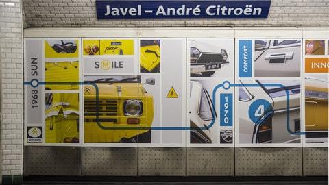 Parigi, l'allestimento nella fermata metro Citroen