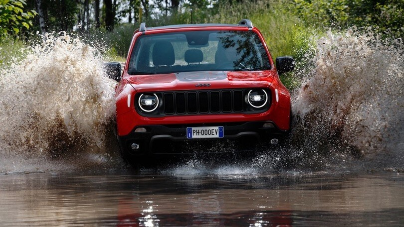 Jeep Renegade ibrida plug-in debutta su strada al Parco Valentino