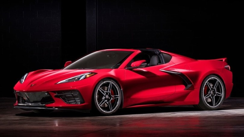 Corvette C8 Stingray, nuova filosofia per prestazioni al top