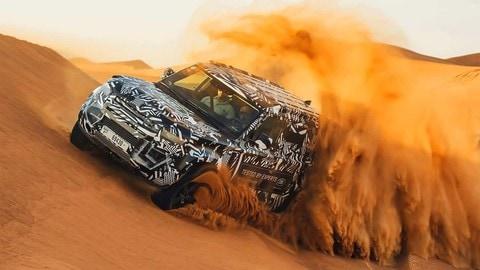 Land Rover Defender 2020, con la Croce Rossa FOTO