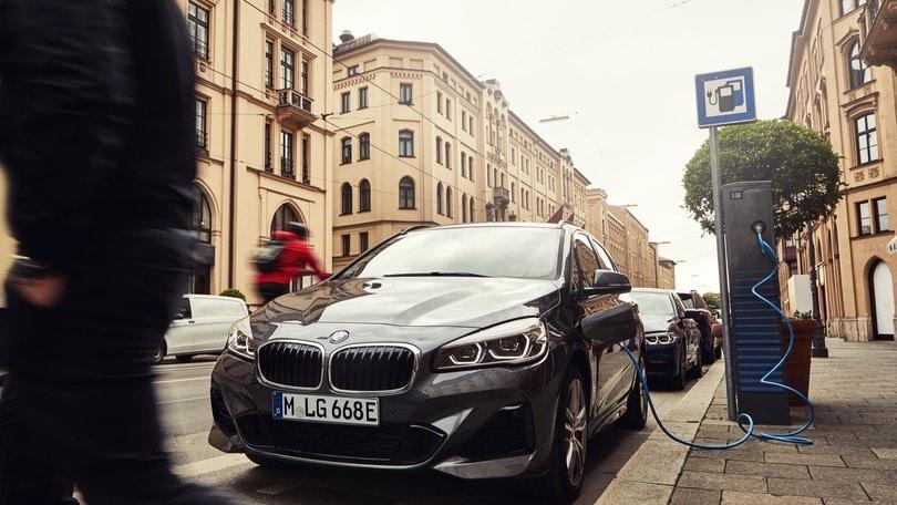 BMW Serie 2 Active Tourer 225xe aumenta il range elettrico