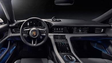 Porsche Taycan, interni a tutto schermo ed ecologici