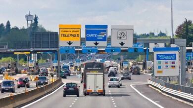 Autostrade, gli aumenti dei pedaggi restano congelati