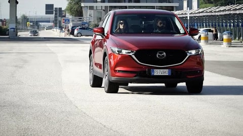 VIDEO Mazda CX-5: comfort del silenzio