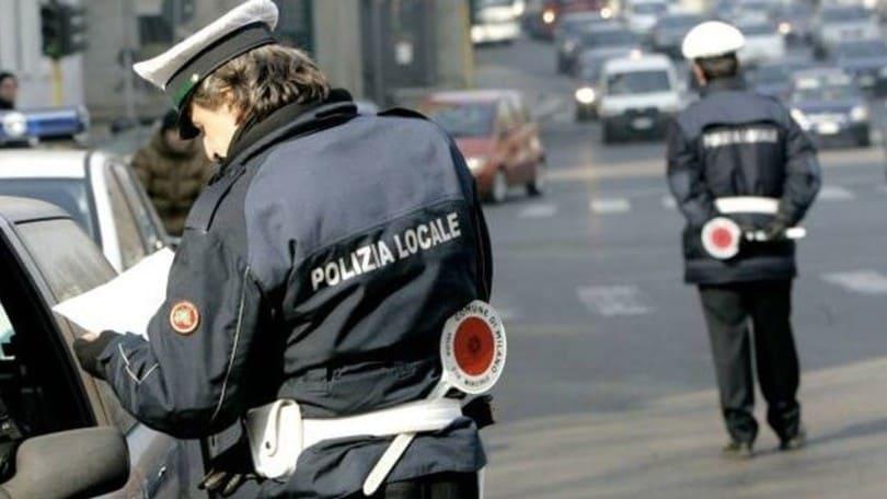 Decreto sicurezza: guida un'auto con targa estera, scatta il sequestro