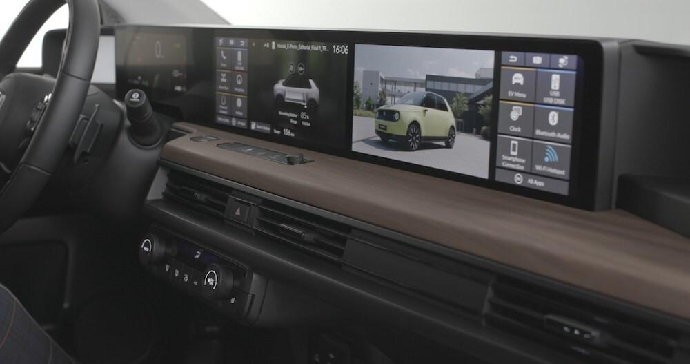 Honda e, interni con multivisione