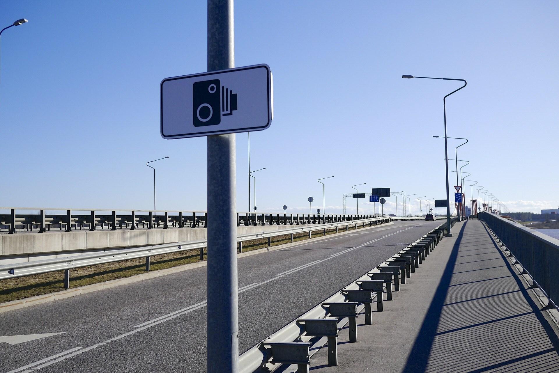 Infrange il Codice della Strada e si filma con lo smartphone: condannato