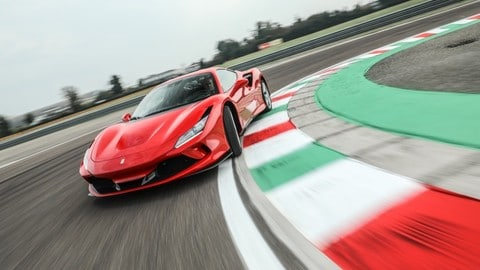 Ferrari F8 Tributo, il test: Video