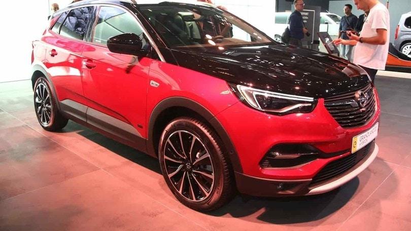 "Opel Grandland X Hybrid4, SUV alla ""spina"""