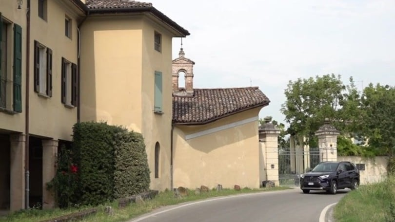 Toyota RAV4, comfort ibrido VIDEO