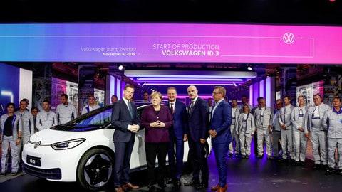 Volkswagen ID.3, Angela Merkel inaugura produzione: FOTO