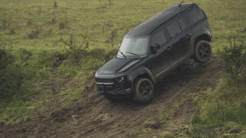 "Land Rover Defender in ""No time to die"" VIDEO"