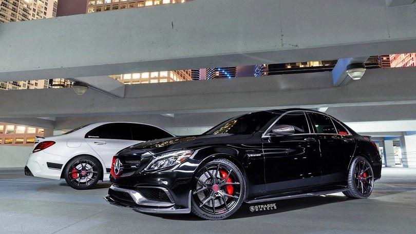 Mercedes-AMG C 63 e le ruote in fibra di carbonio