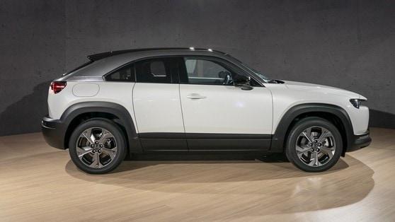 Nuova Mazda MX-30, elettroni in movimento