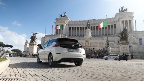 Nissan Leaf, auto ufficiale dell'Acea Run Rome The Marathon: VIDEO