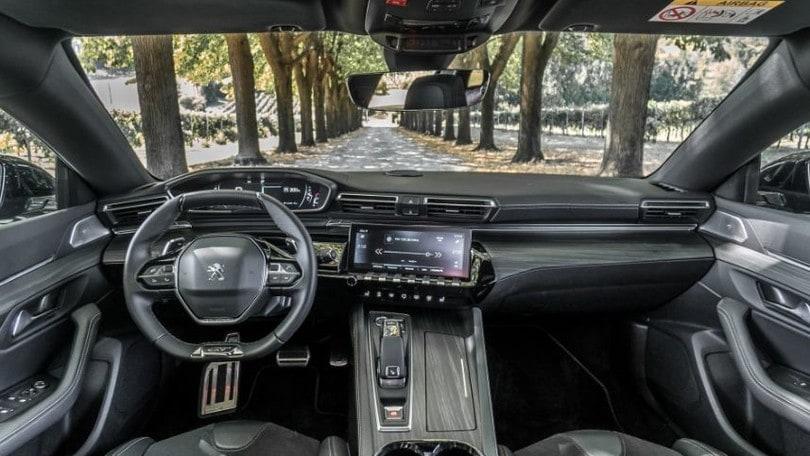 Peugeot 508 BlueHDi 160: il test a Milano