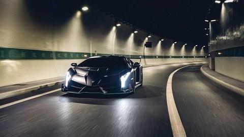 Lamborghini Veneno Roadster nera e verde lime all'asta: FOTO