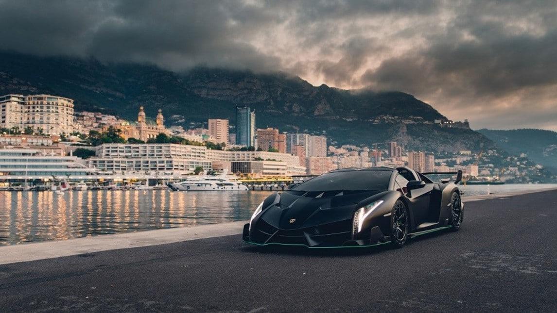 Risultati immagini per Lamborghini Veneno Roadster nera e verde