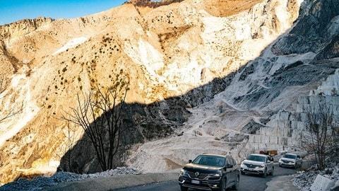 Nuovo Renault Koleos: test drive tra le cave di marmo FOTO