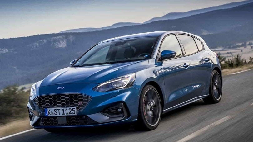 Ford Focus ST 2.3 Ecoboost, lampo blu
