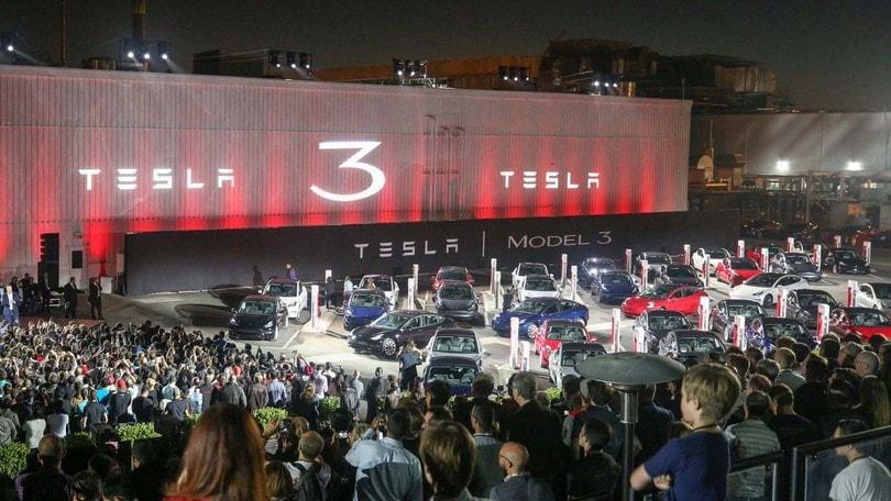 Tesla lancia un aumento di capitale di 2 miliardi di dollari