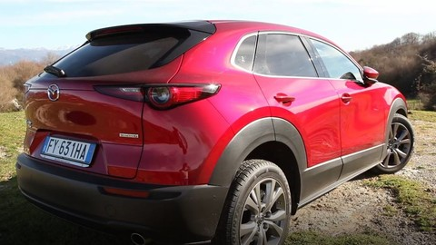 Video Mazda CX-30 AWD: panorami in off-road