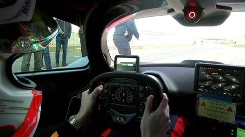 Verstappen al volante della Aston Martin Valkyrie