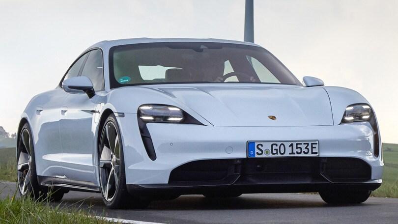 """Bill Gates compra una Porsche Taycan: """"La mia prima elettrica"""""""