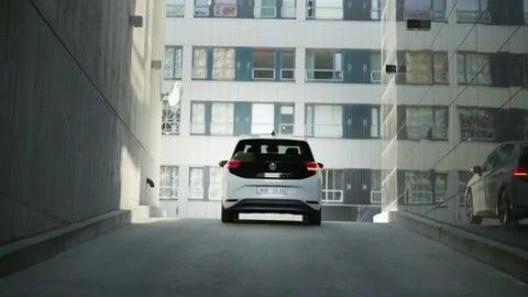 Volkswagen ID.4: il SUV elettrico VIDEO