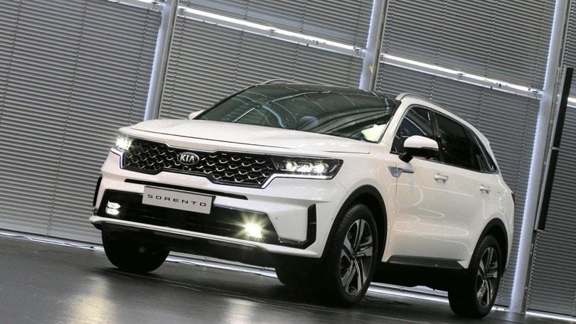 Nuova Kia Sorento, due volti Hybrid oltre al diesel aggiornato